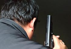 Tres delincuentes armados asaltan a familia en carretera