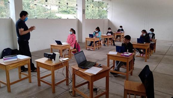 Más de 70 mil colegios ya se encuentran habilitados para recibir la semipresencialidad. (Foto: Minedu)