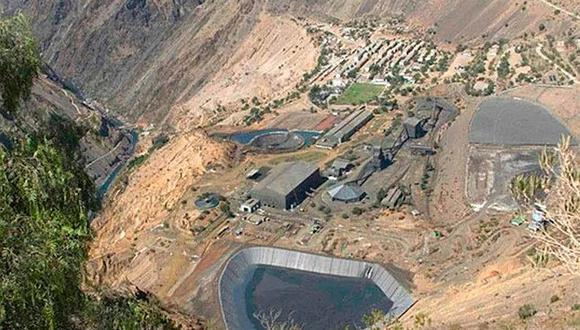 Miles de litros de relave minero contaminan el río Mantaro