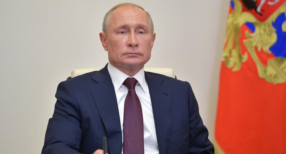 El presidente de Rusia, Vladimir Putin, participa de una reunión en la residencia Novo-Ogaryovo, en las afueras de Moscú. (EFE/EPA/ALEXEI DRUZHININ).