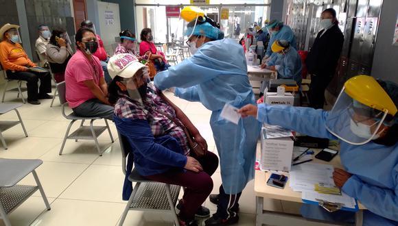 Enfermeras se encuentran en la primera línea de lucha contra la pandemia del nuevo coronavirus. (Foto: Adrian Apaza)