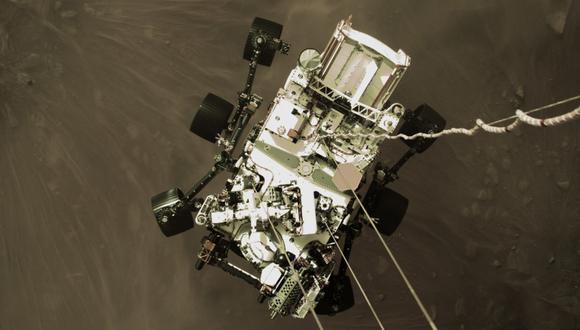 Esta imagen muestra al Perseverance mientras aterrizaba en Marte. (NASA)