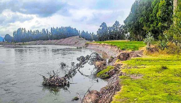 Autoridad Nacional del Agua (ANA) informó que población y campos agrícolas están en riesgo.