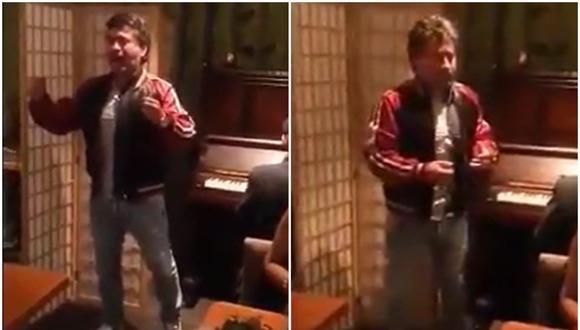 Alfredo Zambrano se animó a cantar en una restaurante.