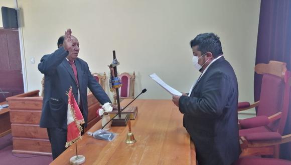 El encargado de tomarle el juramento de ley fue el abogado Carlos Arturo Arias Arenas. (Foto: Difusión)