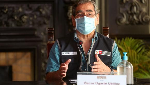 """Óscar Ugarte informó que el viernes 30 y sábado 1 de mayo se inmunizó a 165 mil adultos mayores de 70 años a nivel nacional. """"En estos dos días se han batido récords"""", aseguró. (Foto: ANDINA/PCM)"""