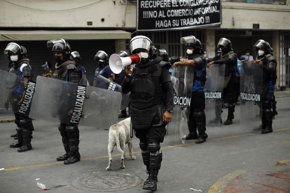 Mesa Redonda está repleto de comerciantes a pesar de la presencia de efectivos de serenazgo de Lima.(Foto: Joel Alonzo/ @photo.gec)