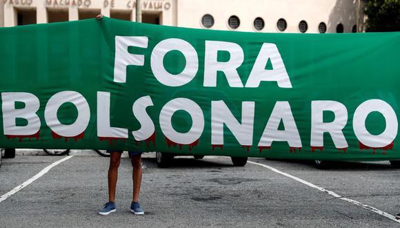 Activistas participan en una manifestación para pedir la destitución del presidente brasileño, Jair Bolsonaro, en Sao Paulo (Brasil). (EFE/Sebastião Moreira).