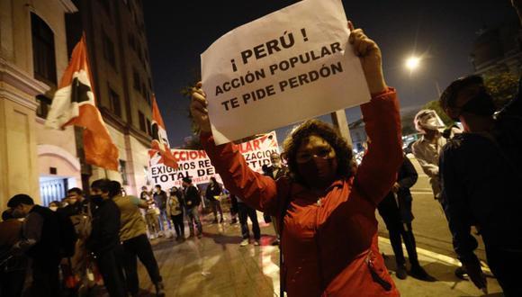 Provistos de pancartas y banderolas, militantes de Acción Popular demandan la reorganización total de ese partido. Fotos: Joel Alonzo/ @photo.GEC