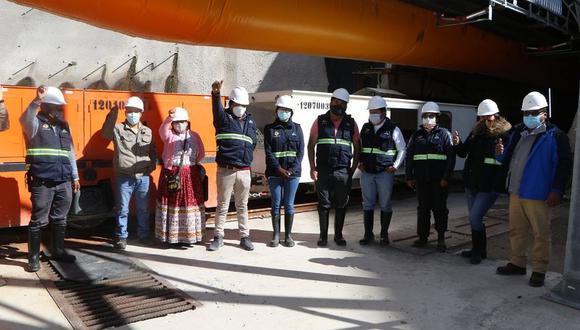 Los consejeros recibieron la explicación del funcionamiento de la tuneladora. (Foto: Difusión)