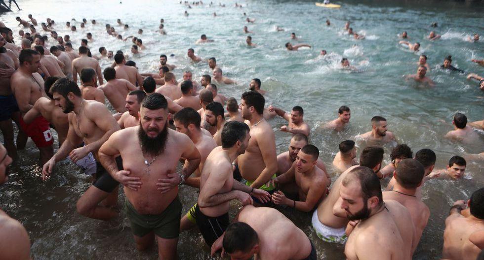 Más de  50.000 personas habían cumplido ya esta mañana el rito que recuerda el bautizo de Jesús en el río Jordán. (Foto: EFE)