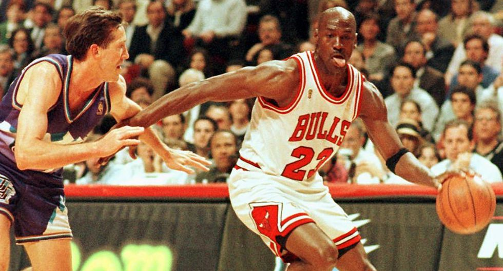 Michael Jordan en una foto tomada el 4 de junio de 1997, durante un partido entre Chicago Bulls y Utah Jazz. (Foto: AFP)