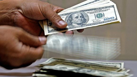 Para Escudero, hasta que se defina la primera vuelta, el dólar va a estar en estos niveles de volatilidad, quizás ligeramente suba o baje, pero no lo ve como una corrida muy fuerte. (Foto: AFP)
