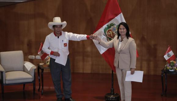 Candidatos presidenciales de Perú Libre y Fuerza Popular asistieron este lunes al local del Colegio Médico para firmar 12 juramentos en relación a actitudes democráticas y respeto a las instituciones del país durante un eventual gobierno. (Foto: Renzo Salazar / GEC)