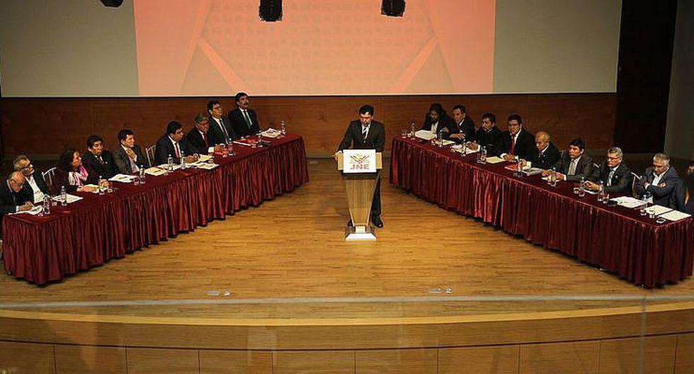 Pullazos y pocas propuestas fundamentadas en debate de candidatos regionales a Arequipa
