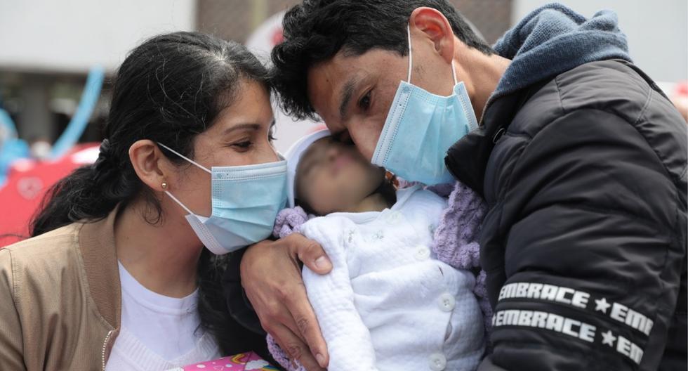 Madre dona parte de su hígado a su bebé de 10 meses para salvarle la vida (FOTOS)