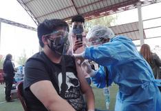 Adolescentes mayores de 15 años ya son vacunados contra el COVID-19 en Junín