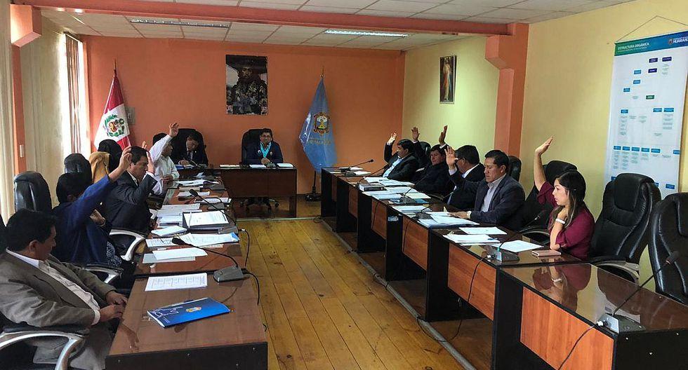 En medio de 'puyazos', alcalde y regidores conforman comisiones
