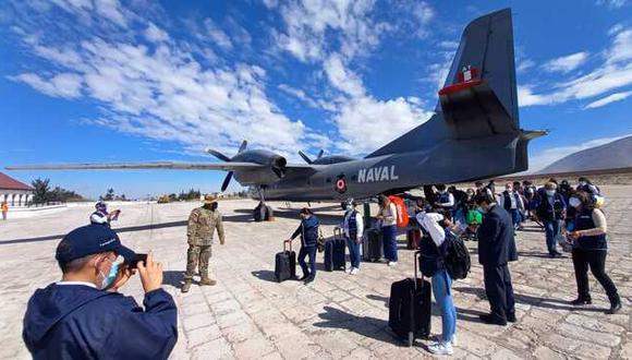 Ayer llegaron 24 profesionales de la salud a Arequipa, procedentes de Lima, y para hoy se espera la llegada de 15 más desde Ica. (Foto: Minsa)
