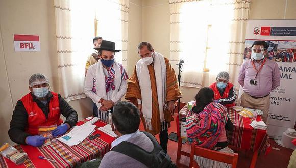 Premier verifica entrega de bonos y vacunación en Ayacucho