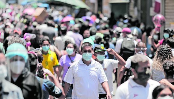Imagen referencial. Ciudadanos paseando en Mesa Redonda y el Mercado Central. | Foto: GEC