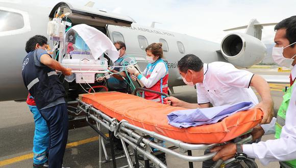Bebé prematuro con problemas respiratorios fue derivado de emergencia en un vuelo a la ciudad de Lima