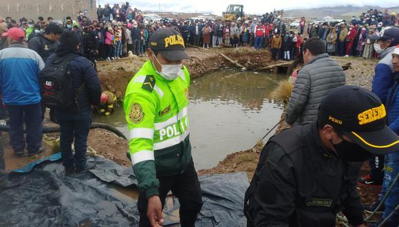 Policías, bomberos y serenos, rescataron uno a uno los cadáveres. (Foto: Difusión)