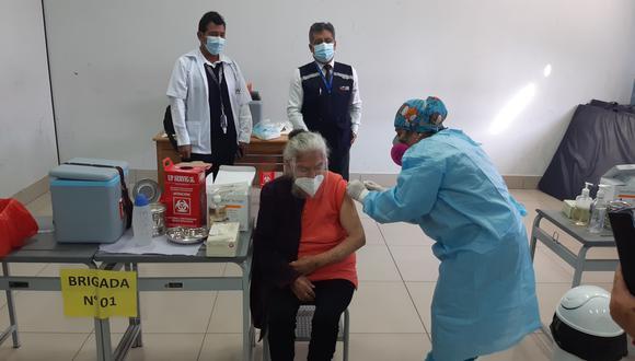 Julia Mendoza Malaspina (89) fue la primera persona adulta mayor en vacunarse contra la COVID-19 en Tacna