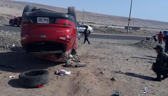 Moderna camioneta terminó volteada en la avenida Municipal en el cono sur de Tacna. (Foto: Difusión)