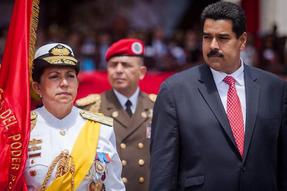 Maduro toma juramento a ministra de Defensa, primera mujer con ese cargo en Venezuela