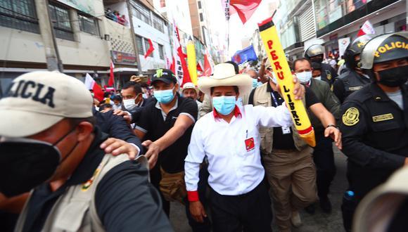 El candidato presidencial de Perú Libre ofreció un improvisado mitin en la Plaza Manco Cápac donde presentó su equipo técnico. (Foto: GEC)