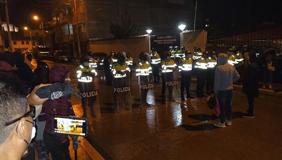 Policía resguardo la morgue de Huancavelica