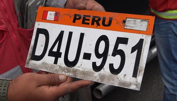 Esta es una de las placas adulteradas que incautó la Sutran durante operativo en la Panamericana Sur. (Difusión)
