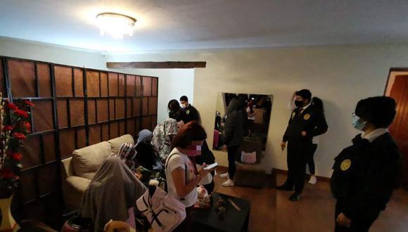 La comuna detalló que en el lugar las autoridades encontraron a 10 mujeres, entre peruanas y extranjeras. (Foto: Municipalidad de Miraflores)