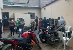 Policías intervienen bar clandestino con 51 personas en plena cuarentena