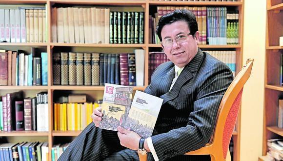 """El autor de """"La ruta del bicentenario del Perú"""", que mañana se lanza con Correo, nos adelanta lo que ofrece el libro de lectura obligada. (Foto: Jessica Vicente / GEC)"""
