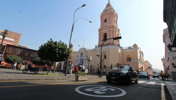 La comuna colocó señalización y advirtió que la multa por no respetar los límites de velocidad es de S/ 756. (Fotos: Difusión)