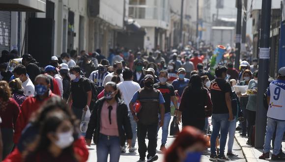 Titular de Vivienda, Construcción y Saneamiento, Carlos Lozada,  dijo que el Consejo de Ministros evaluó restablecer la cuarentena en algunas provincias del sur del país. (Foto: Violeta Ayasta/GEC)