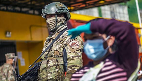 En caso de existir algún hogar que no requiera el bono y desee devolverlo, se han establecido procedimientos rápidos y oportunos (Foto: Ernesto Benavides / AFP)