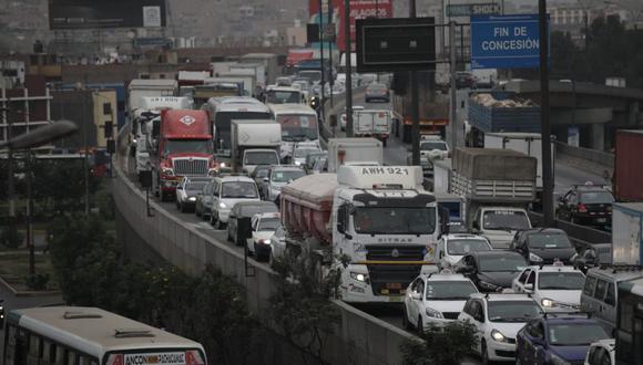 La antigüedad promedio de los vehículos de transporte de pasajeros y carga es de 22,5 años, aunque hay unidades de más de 30 años circulando, según el Ministerio de Transportes y Comunicaciones. | FoTo: Anthony Niño de Guzmán | GEC