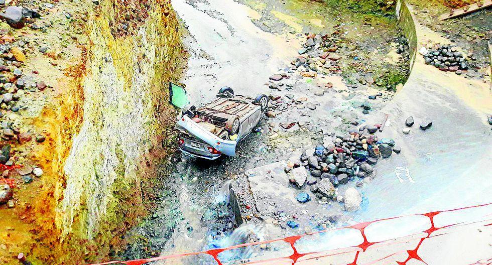 Huancavelica: Chofer en auto cae a un abismo de 15 metros y cinturón le salva la vida