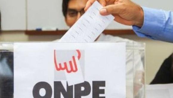 Los electores que no cumplan con ejercer como miembros de mesa pagarán una multa de S/220. Titular de la ONPE indicó que personas que reemplacen a miembros de mesa también cobrarán S/120. (Foto: Andina)