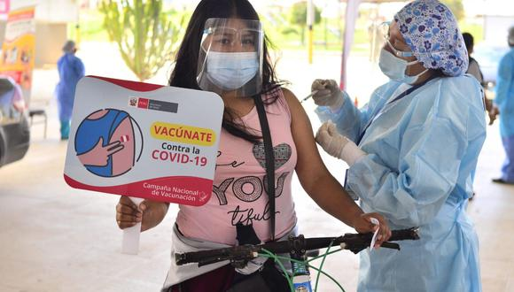 Las personas deben acreditar que residen en Tacna para recibir la vacuna en esta región. (Foto: Geresa Tacna)