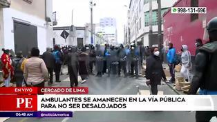 """Ambulantes """"lotizan"""" varias calles y se enfrentan a fiscalizadores en Mesa Redonda (VIDEO)"""