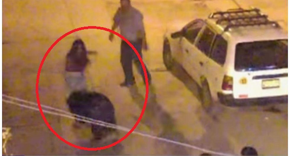 YouTube: mujer golpeó a hombre que la acosó en la calle (VIDEO)