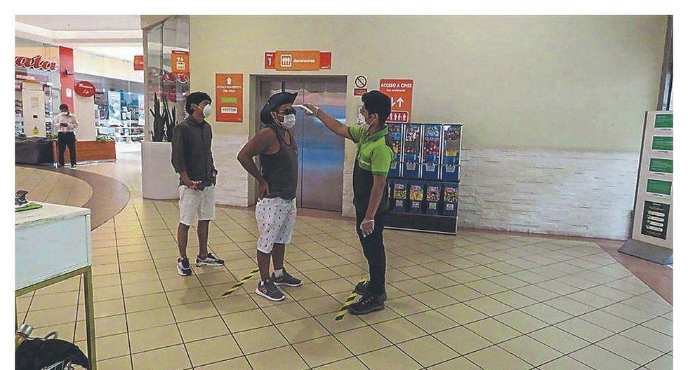 Adoptan medidas de seguridad en centros comerciales