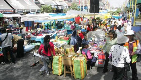 Juliaca: Desorden en feria  de Todos los Santos