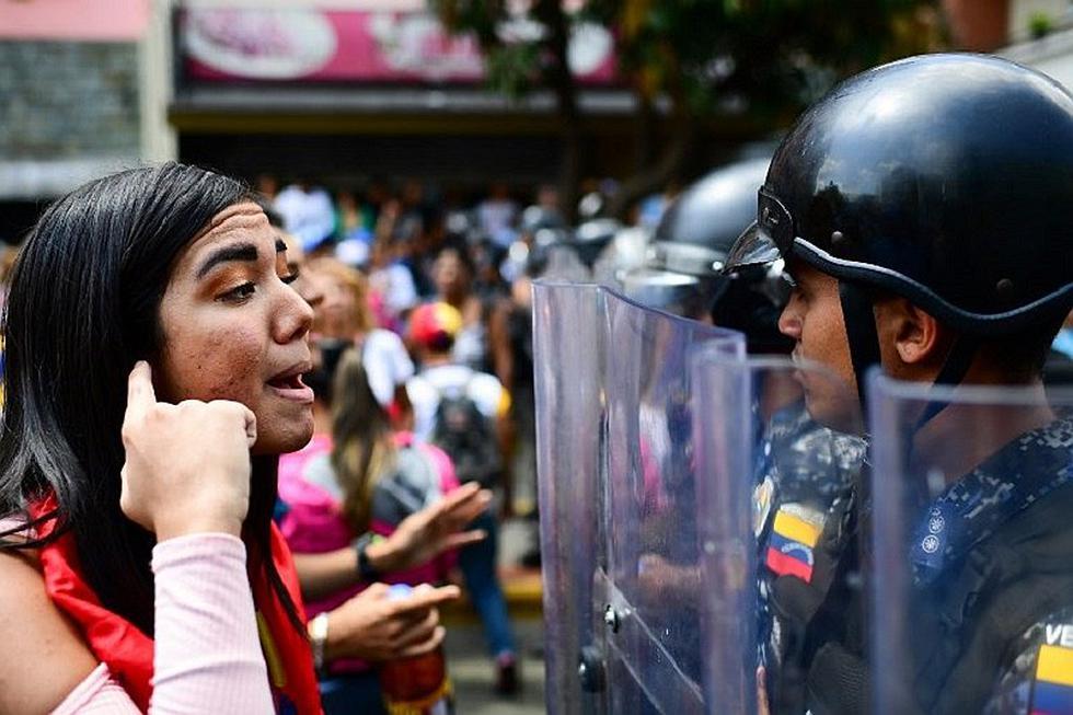 Venezuela: Opositores y chavistas marchan bajo tensión y caos por apagón (FOTOS)