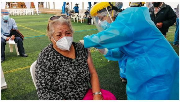 Se utilizará padrón del Reniec para continuar con inmunización. Hoy se debe conocer locales para aplicar dosis. (Foto: Correo)