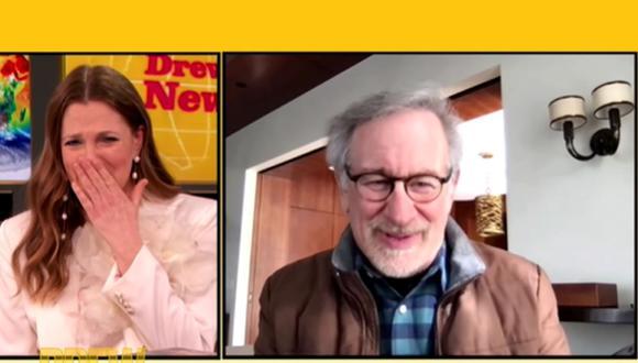 Drew Barrymore no pudo contener las lágrimas al reencontrarse con Steven Spielberg. (Foto: Captura de video)